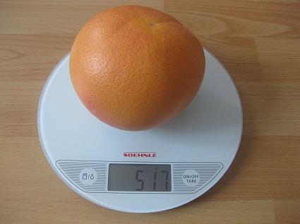 Grapefruit auf der Waage
