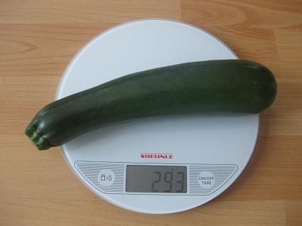 Zucchini auf der Waage