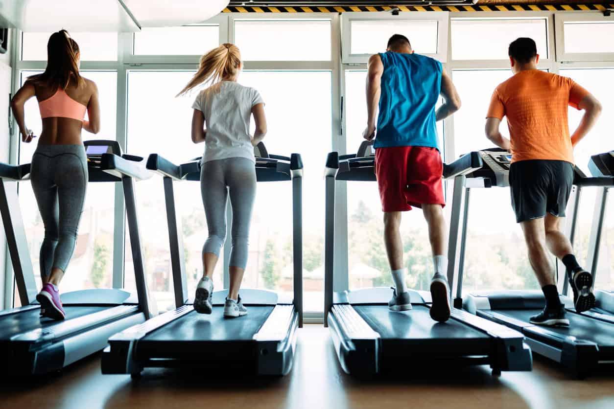 Wie man auf einem Laufbandtraining Gewicht verliert