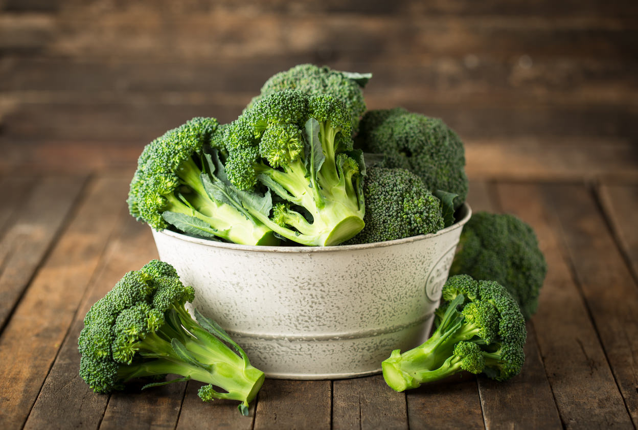 Wie man Brokkoli für die Ernährung macht